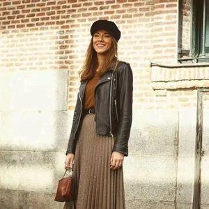 Zara Sweater Knit Pleated Skirt, M!